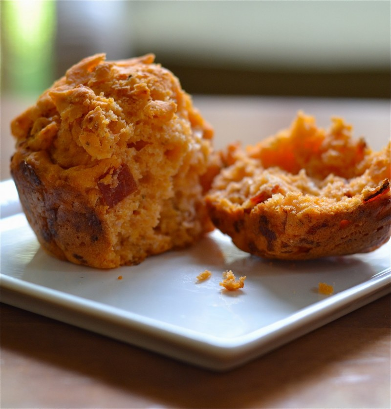 Easy Lunch Idea: Pepperoni Pizza Muffins https://healthfulmama.com